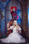 Red Queen and White Queen cosplay