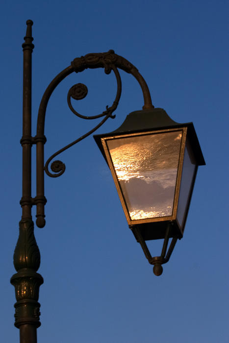 The lamp that was full of sea by Pol77