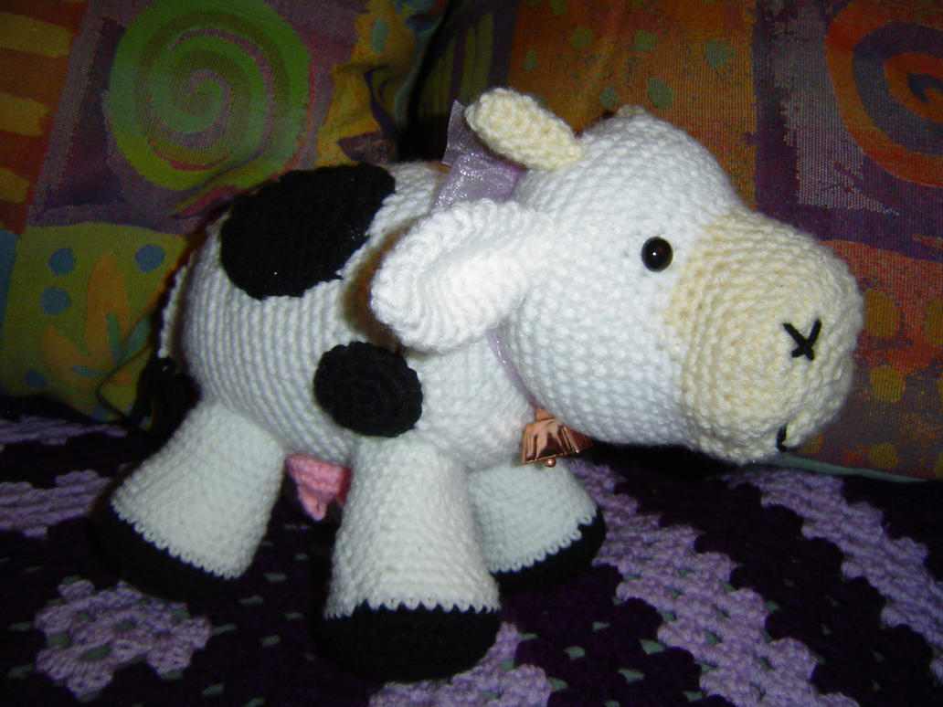 Free Knitted Amigurumi : Amigurumi cow by blackunicorn on deviantart