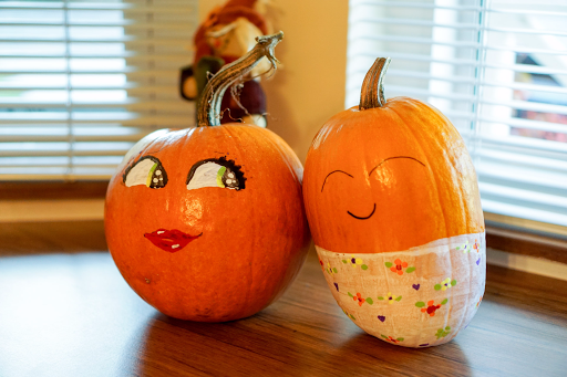 Baby Pumpkin and Mommy pumpkin by emilybunnysoft