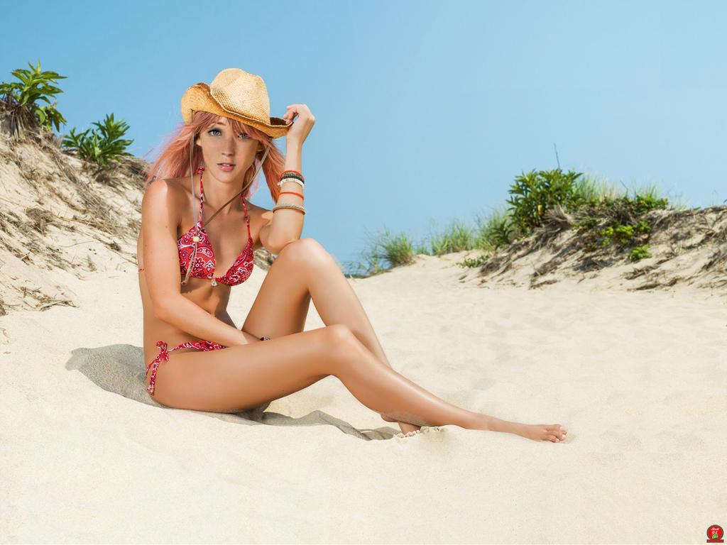 Serah Farron-Beach side by Scott13-2