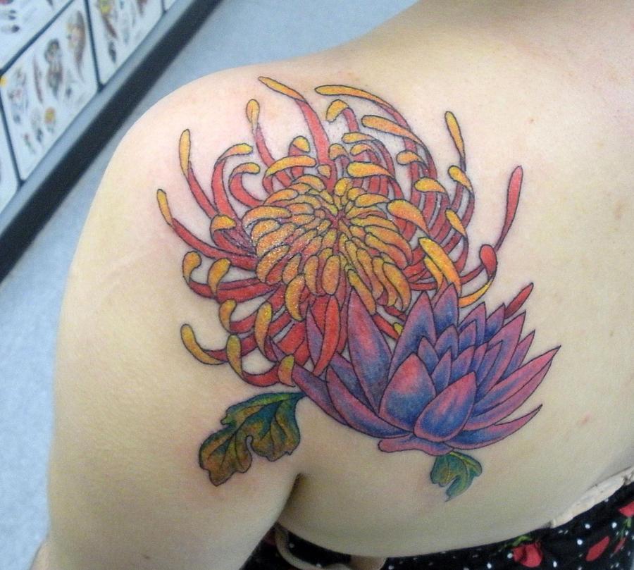 Floral for the kids - shoulder tattoo