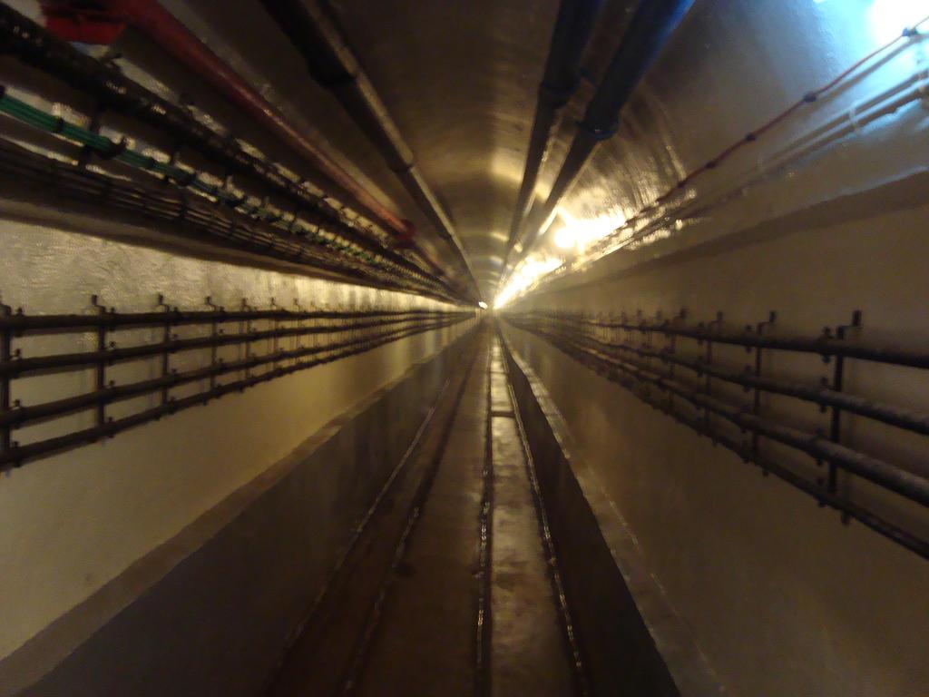 Mes quelques photos.  Very_long_corridor_by_ayumi_baka_neko-d5vln23