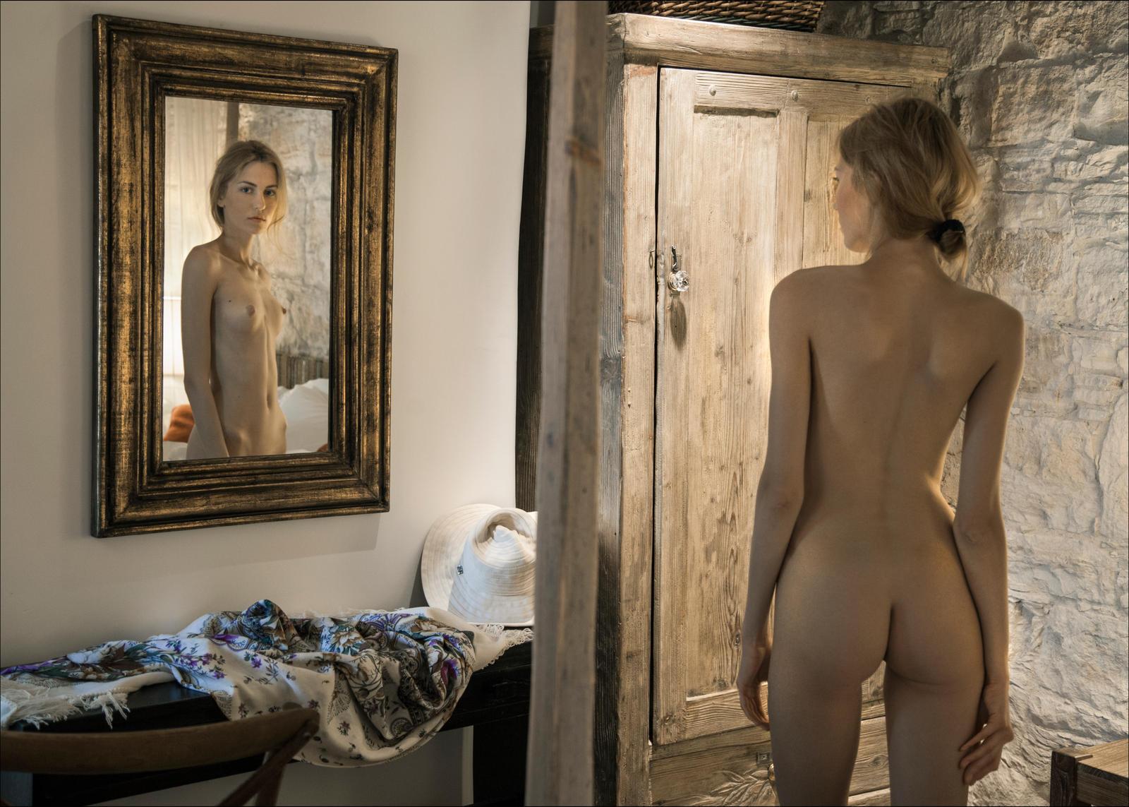 molodoy-erotika-italii-art-haus