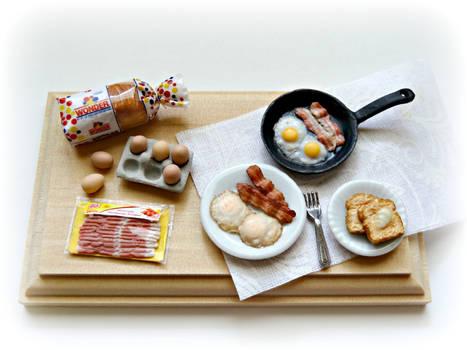 Eggs, bacon and toast breakfast !