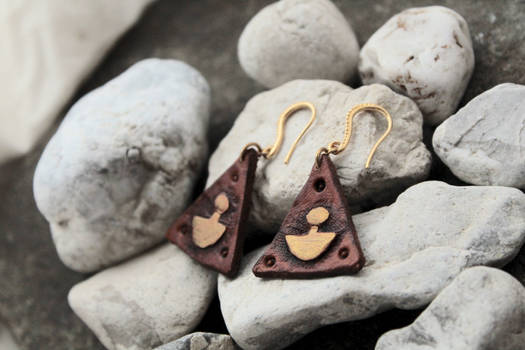 Ulu motif in triangle earrings