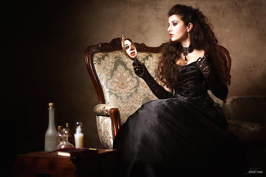 Mirror mirror on the wall by la-esmeralda