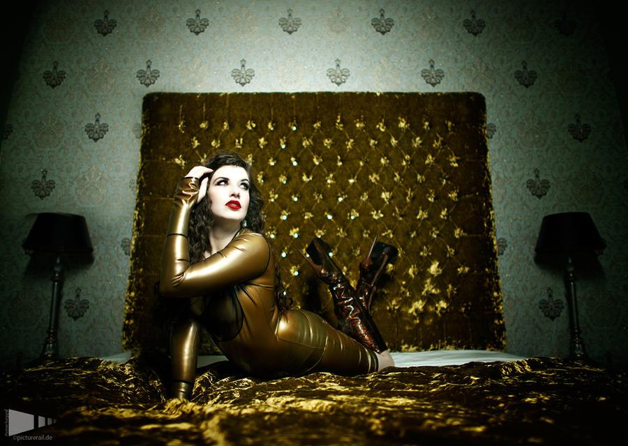 Gold by la-esmeralda
