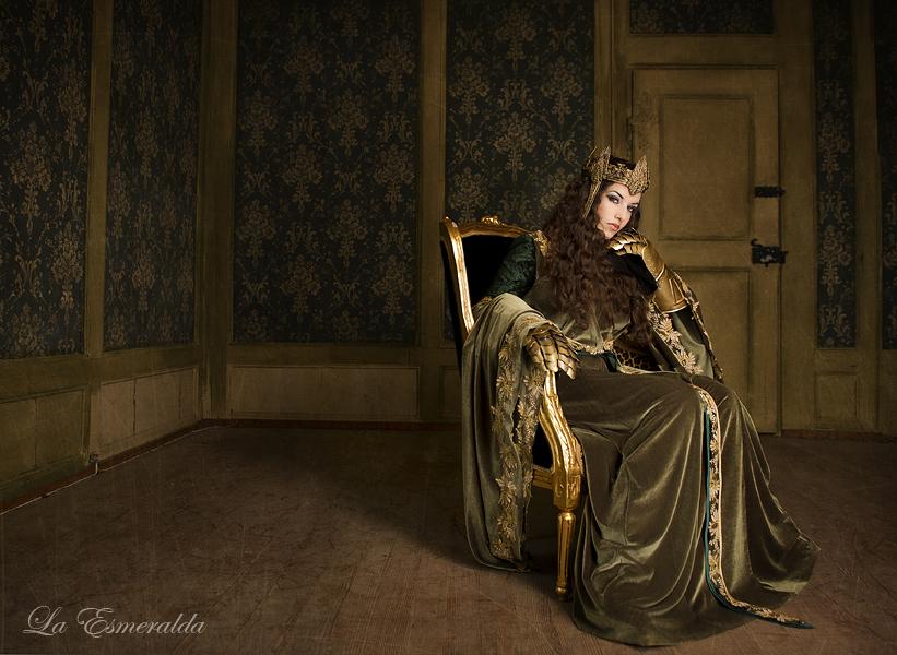 The Queen by la-esmeralda