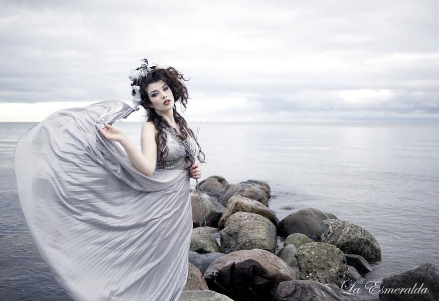 Under The Skies by la-esmeralda