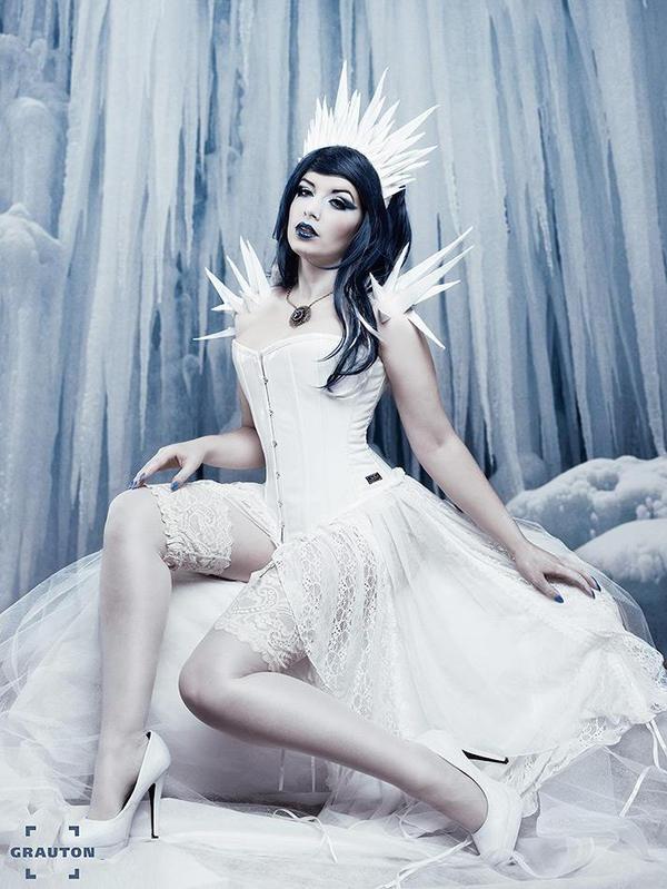 Ice Queen by la-esmeralda