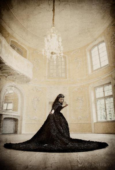 Raven Queen by la-esmeralda