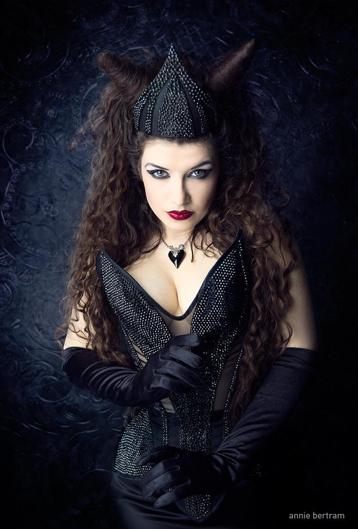 The Evil Queen by la-esmeralda
