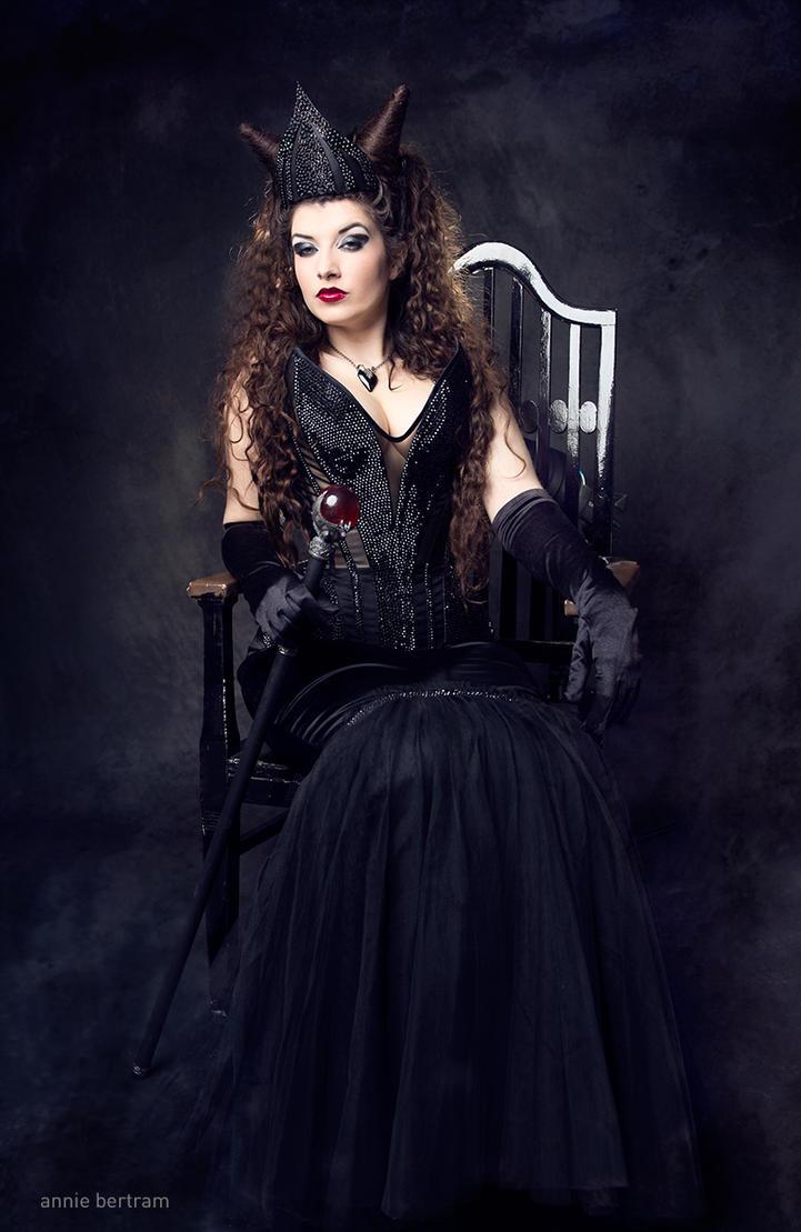 The Evil Queen II by la-esmeralda