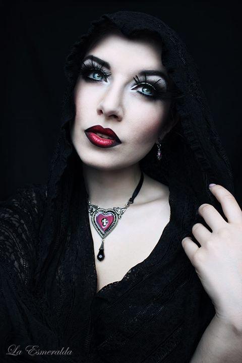 Holy Heart by la-esmeralda
