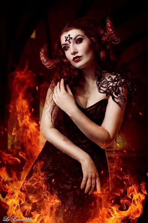 Demon Girl by la-esmeralda