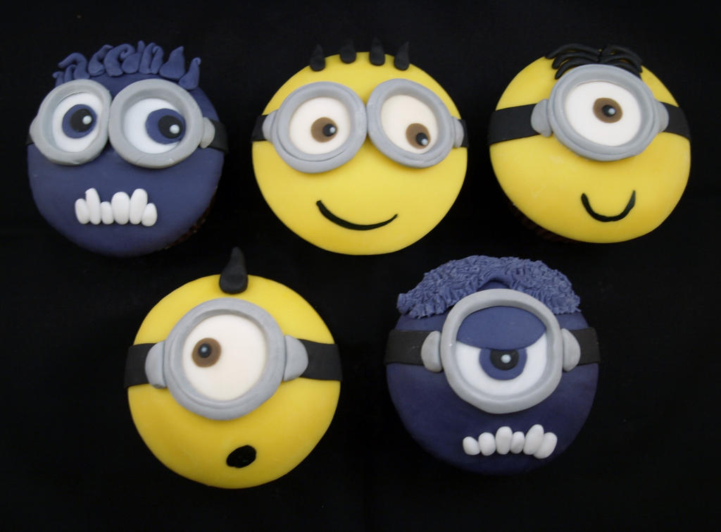 Minions and Evil Minions Cupcakes by sparks1992