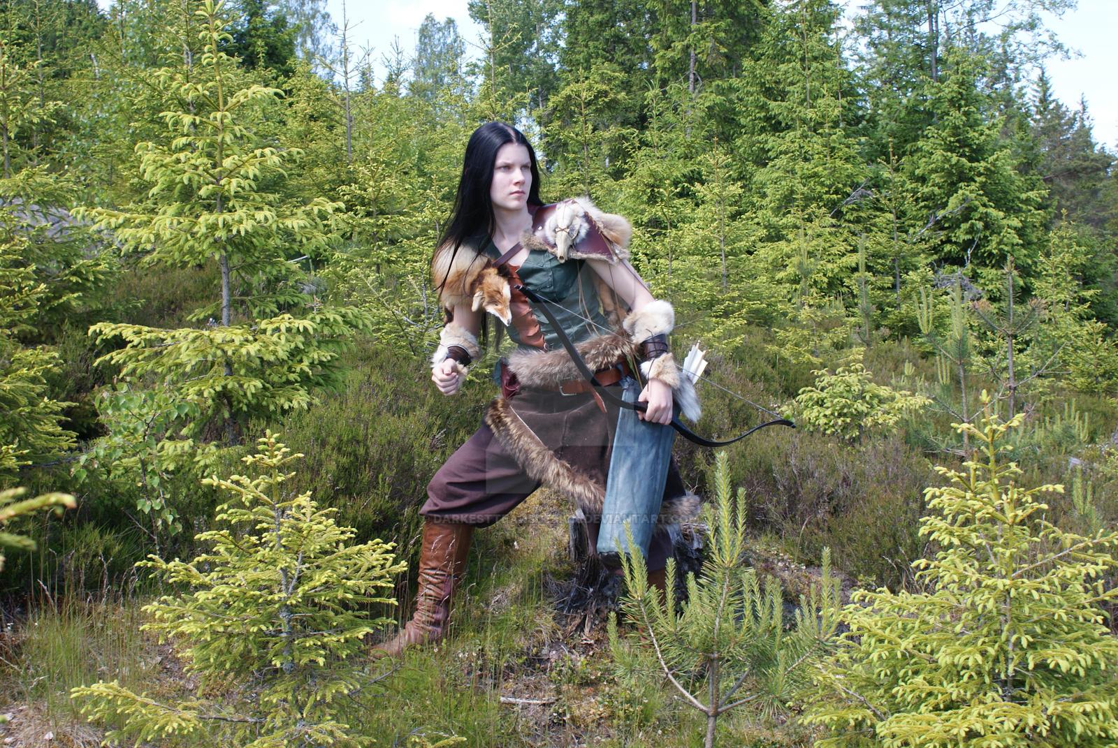 Amazon.com: Reminisce Medieval Renaissance Faire Huntress Lady ...