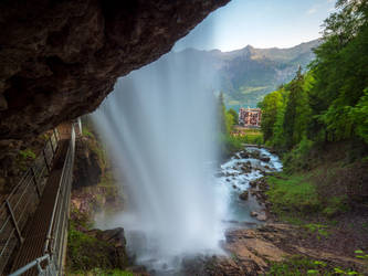 Hiking around the Giessbach Falls