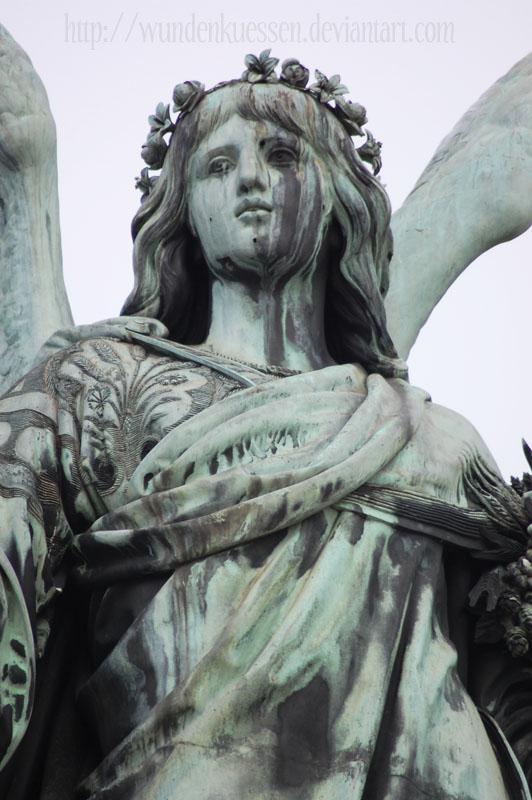 statue of peace II by Wundenkuessen