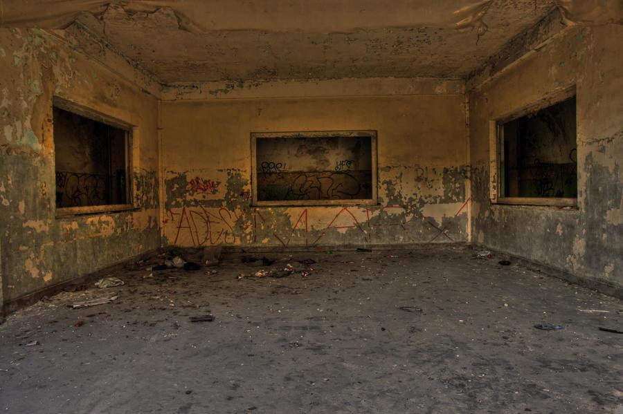 abandonned HQ 02