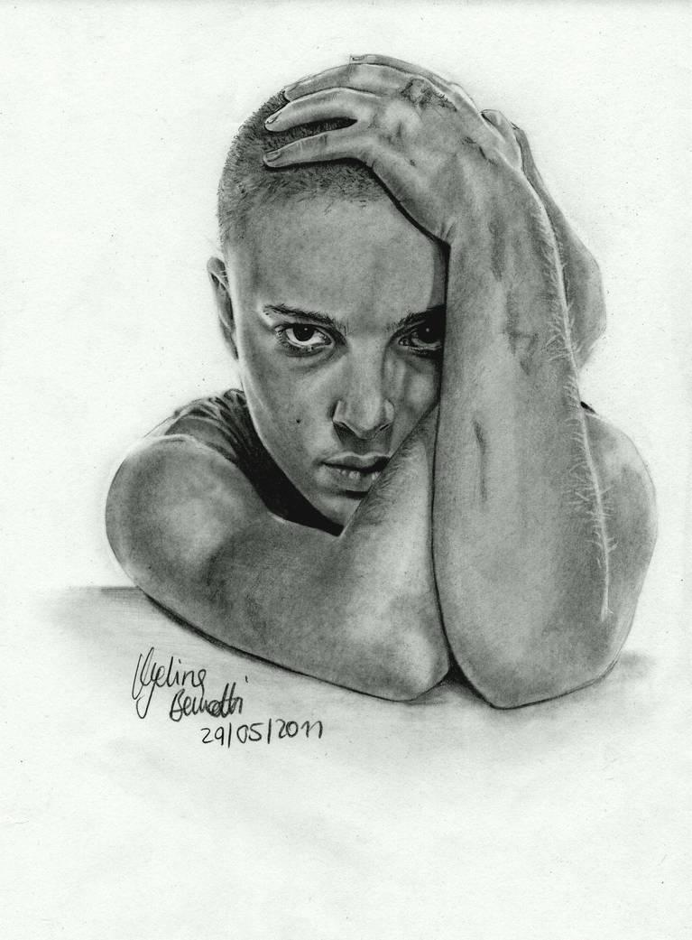 NataliePortman shaved graphite