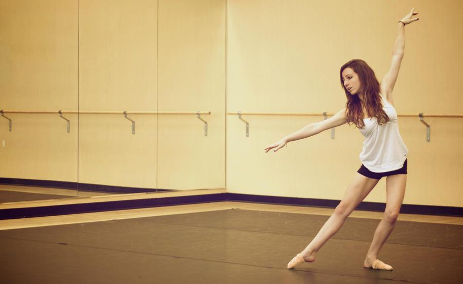 Dance by mtiotuico