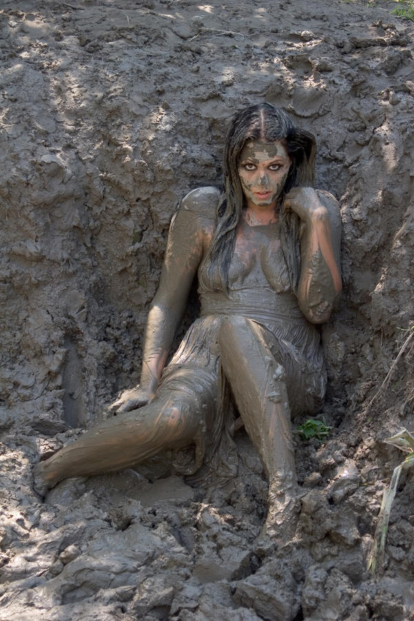 Sexxy Lady In Mud 55