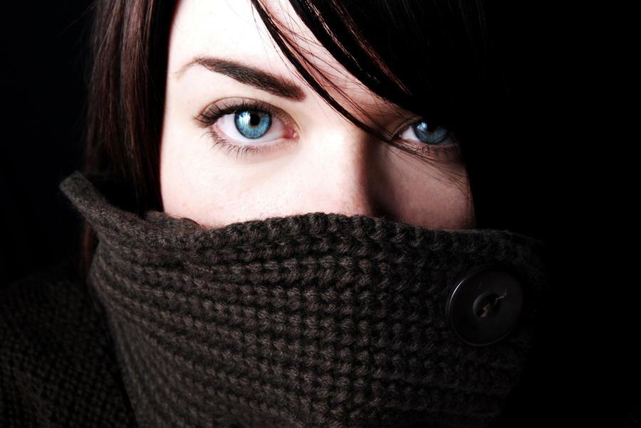 blue eyes by manicfairytale