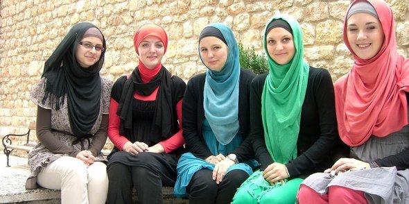 Muslimah Bosnia Sarajevo by smileheaven