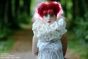 Tais-toi Paola by Alyz