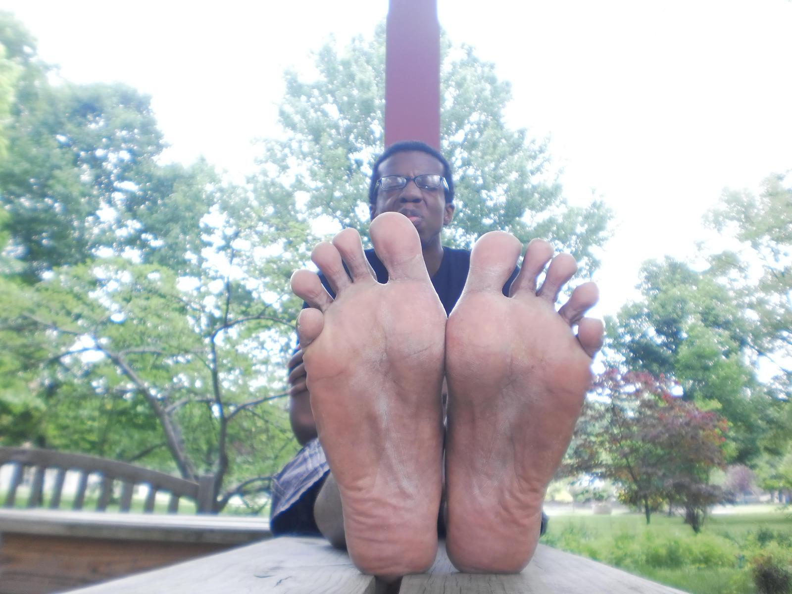 I need feet licks