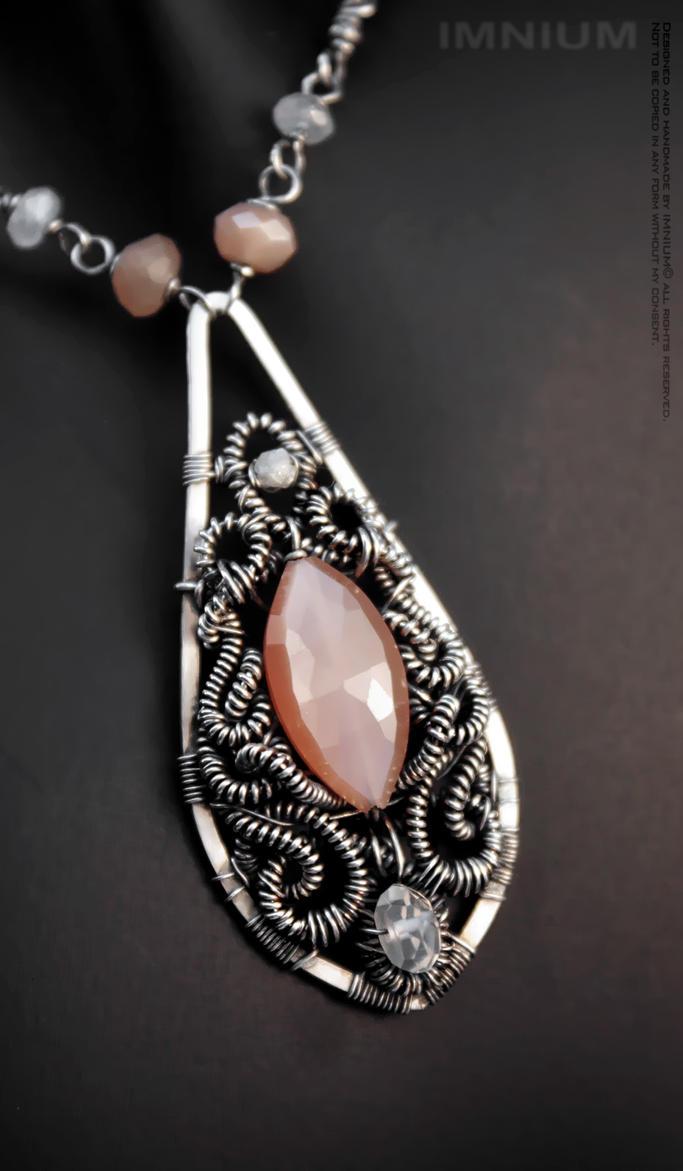 Victoria I necklace by IMNIUM