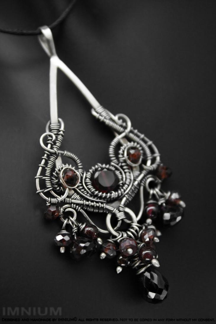 Victoria pendant by IMNIUM
