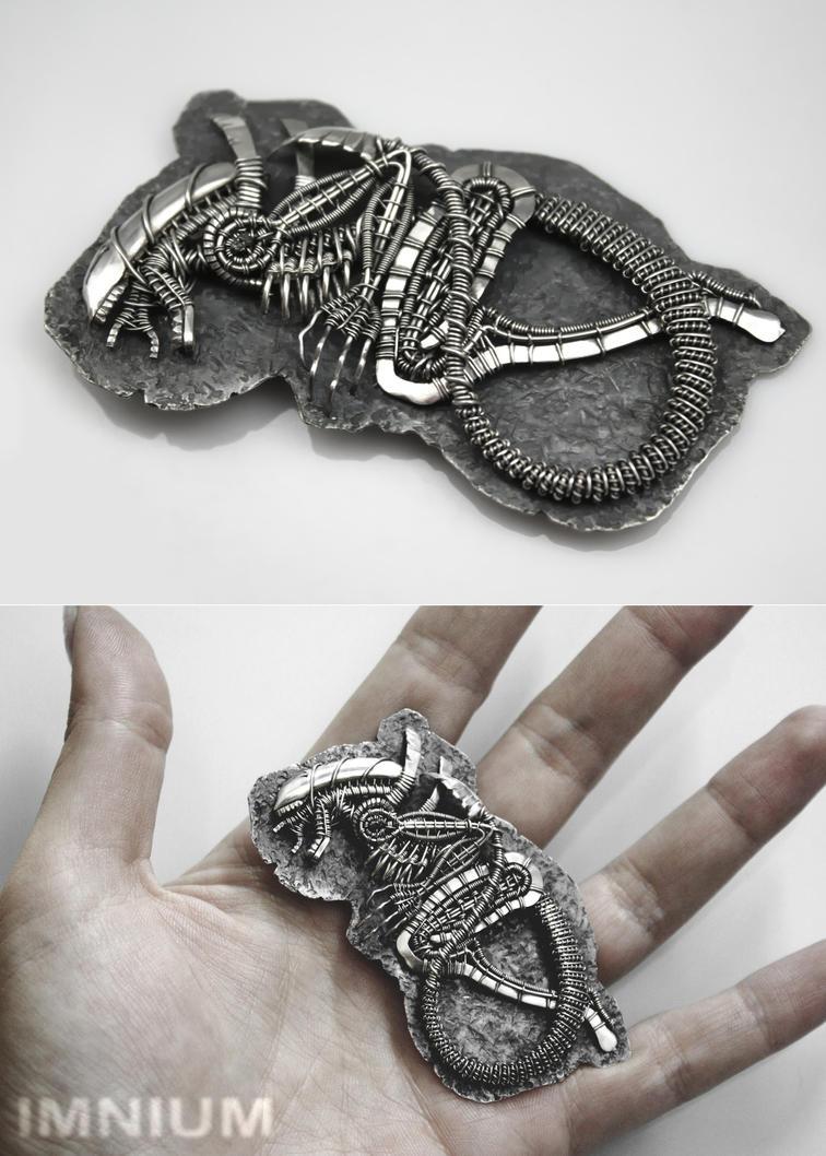 Alien pendant b by IMNIUM