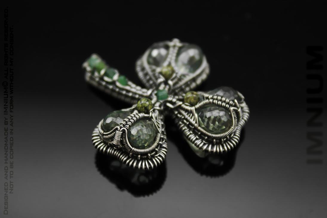 Clover pendant by IMNIUM