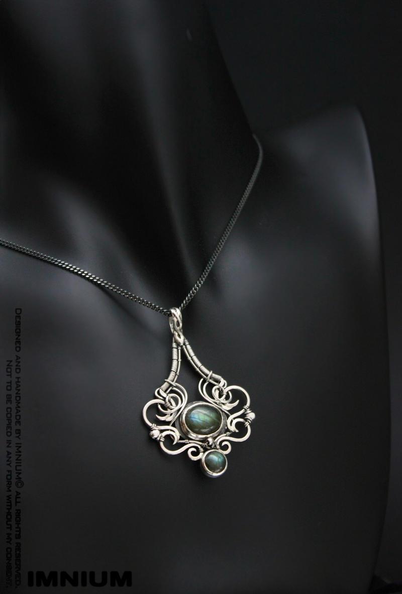 Labradorite pendant by IMNIUM