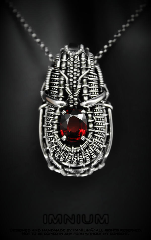 Garnet pendant by IMNIUM