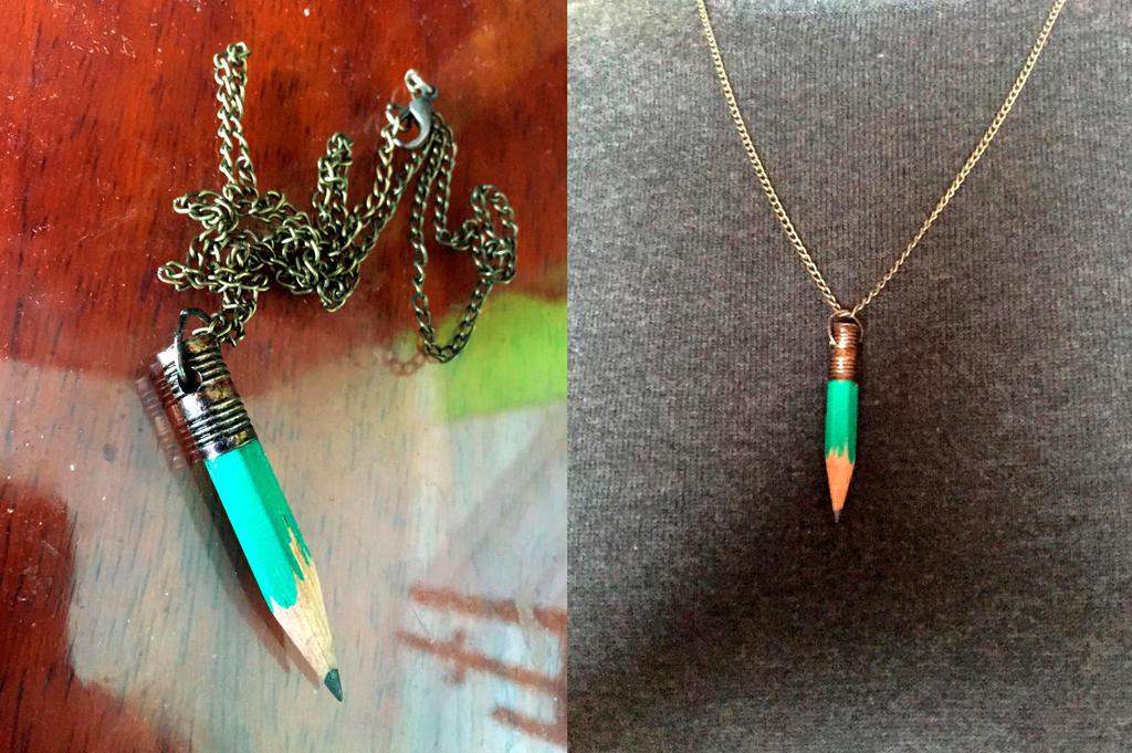 Colgante lapiz // Pencil necklace by Nienova95