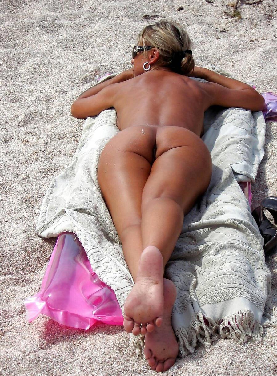 Шикарные голые женщины на пляже фото 13 фотография