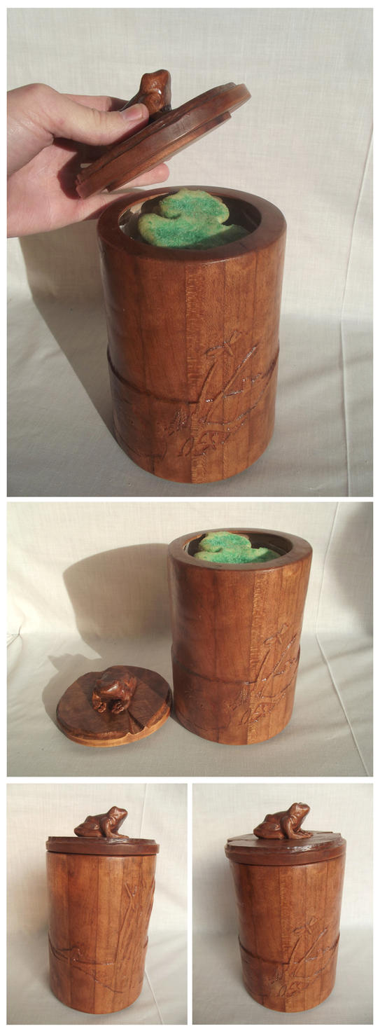 Cherrywood Cookie Jar with Bullfrogs by xofox