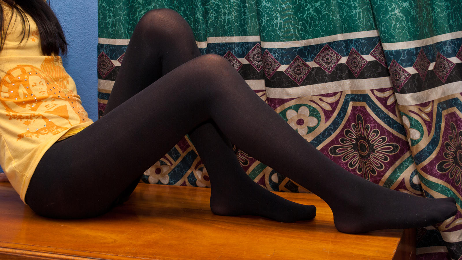 Do Black Tights Go With Tan Shoes