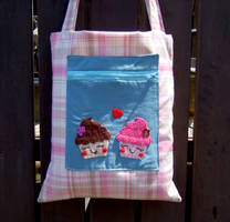 Cupcake bag with pocket by yael360