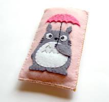 Totoro with umbrella case by yael360