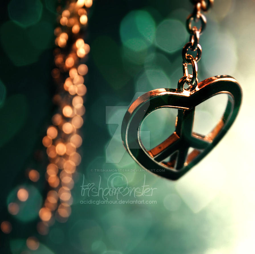 peace and love by TrishaMonsterr
