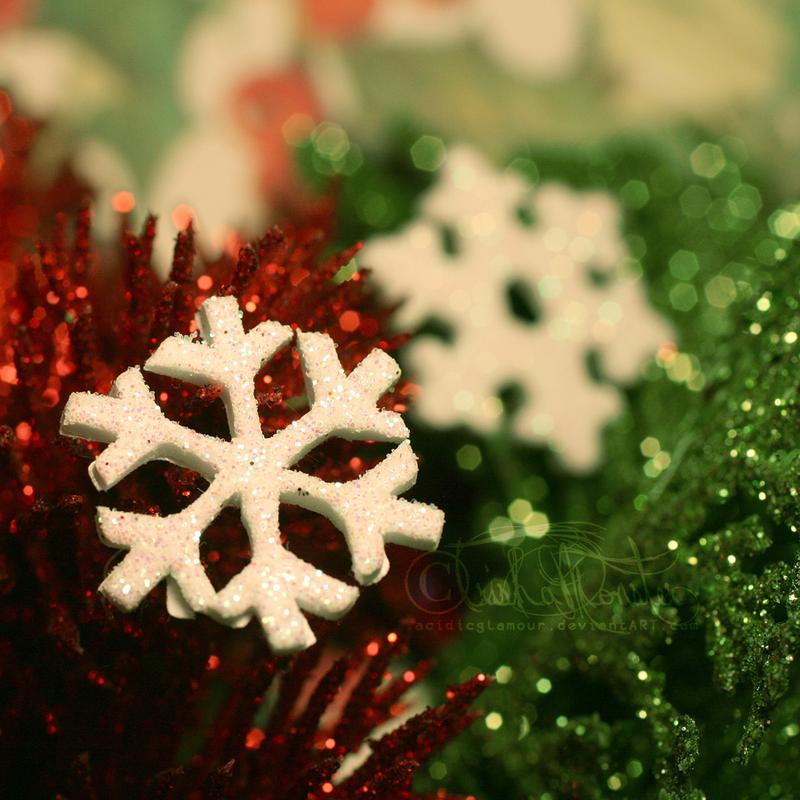 tiny christmas by TrishaMonsterr