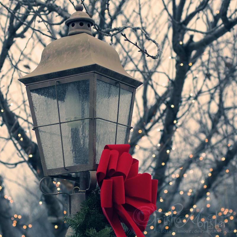 festive lantern by TrishaMonsterr