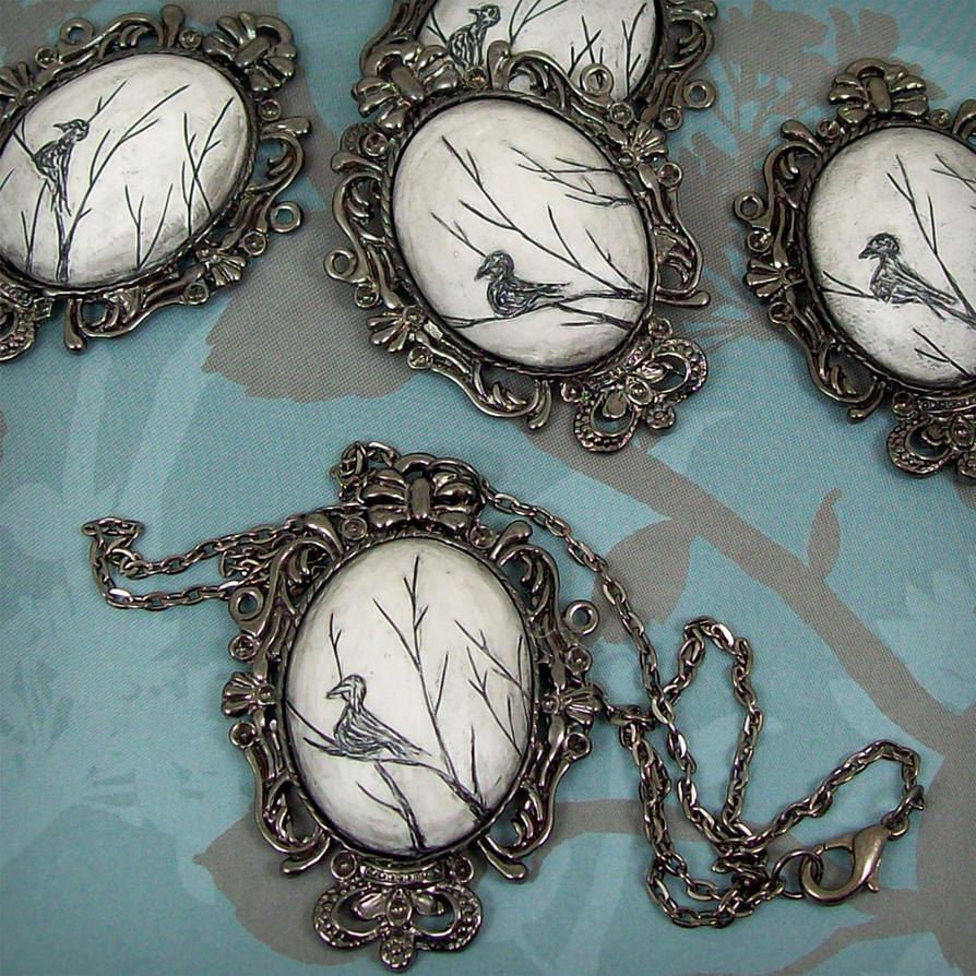 nakit -ukras ili umetnost - Page 2 Blackbird_necklace_by_beatblack-d2z2qj4
