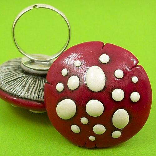 Red Mushroom Ring by beatblack