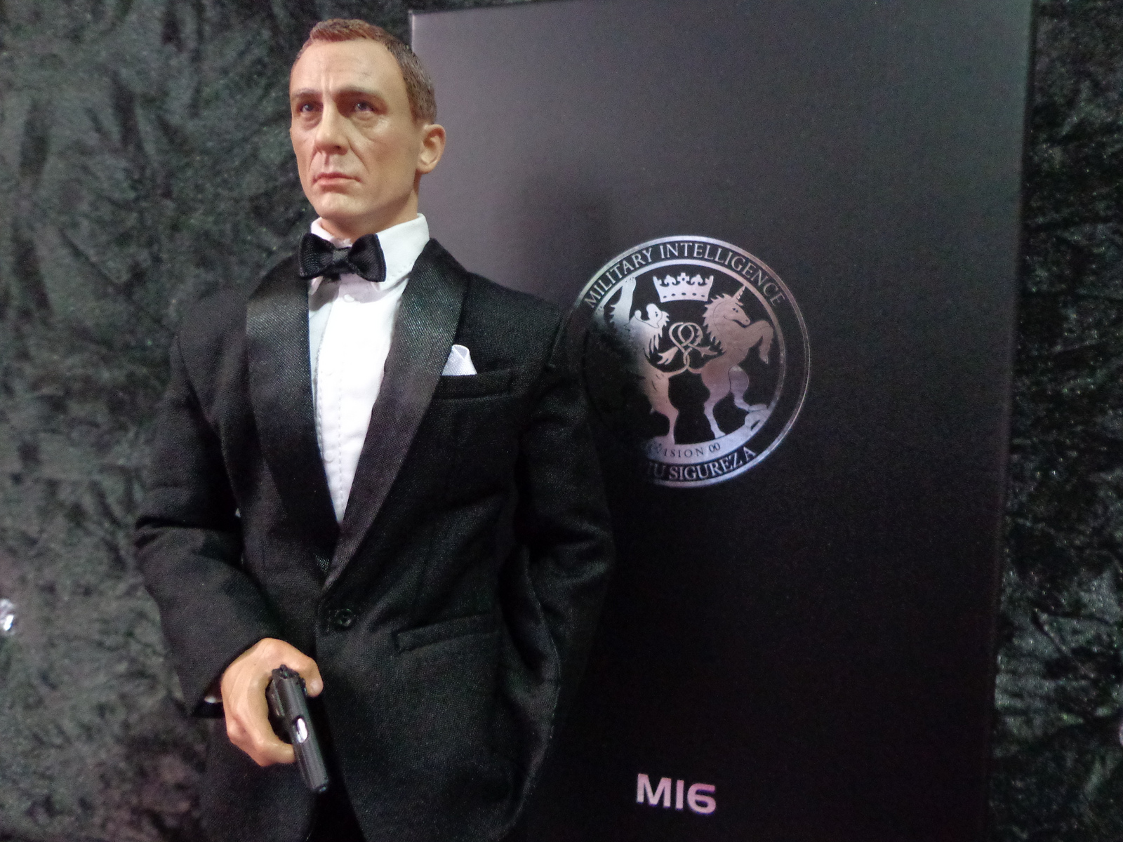 1/6 figure of Daniel Craig as James Bond by imranbecks